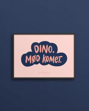 Sart rosa plakat med teksten Dino. Mød komet. Måler 13x18 cm